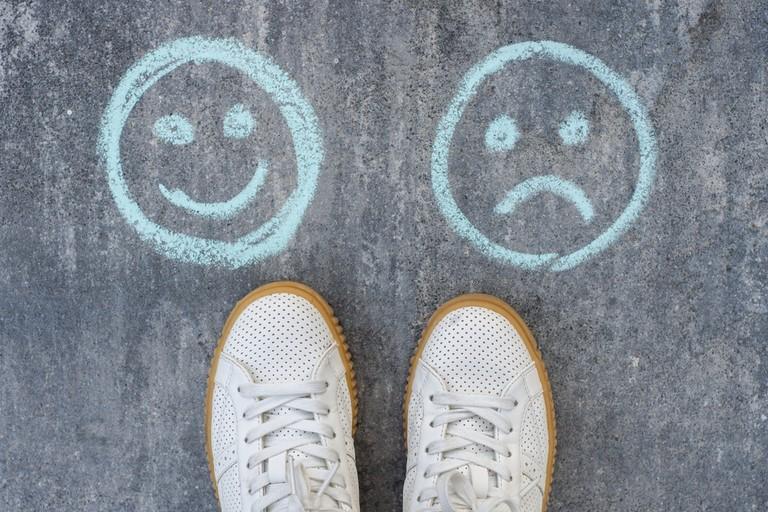 Ở tuổi nào chúng ta ít hạnh phúc nhất, vì sao?