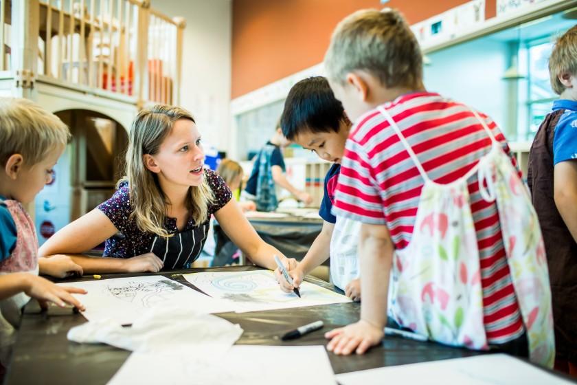 Tỷ lệ khen/phạt bao nhiêu giúp trẻ hành xử tốt hơn?