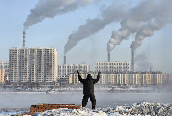 Nguyên nhân mới gây Alzheimer: Xe cộ, cháy rừng và nhà máy